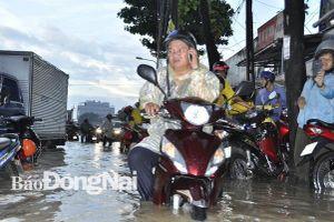 Mưa lớn kéo dài, nhiều nơi ngập nặng