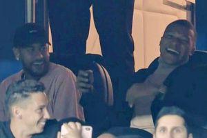 Neymar và Mbappe cười 'thả phanh' khi nhìn PSG đè bẹp Real