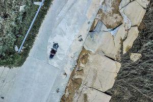 Kè của đường cứu hộ, cứu nạn 100 tỷ ở Hà Tĩnh vỡ nát sau mưa lũ