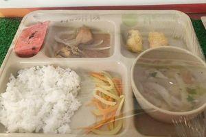 Phụ huynh tố trường Dân lập Quốc tế Việt Úc bớt khẩu phần ăn học sinh