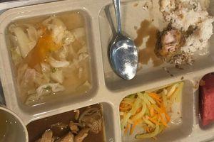 Bị phụ huynh tố bớt xén đồ ăn cho học sinh, trường quốc tế Việt Úc nói gì?