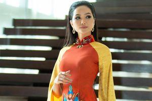 H'Hen Niê diện áo dài, trở lại Thái Lan quảng bá ẩm thực Việt