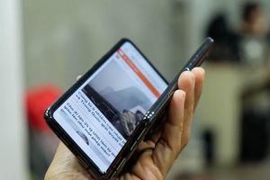 Mẫu điện thoại màn hình gập Galaxy Fold đầu tiên tại VN