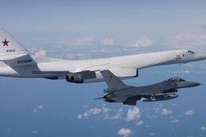 NATO vội vã điều gần 10 tiêm kích áp sát siêu oanh tạc cơ Tu-160 Nga
