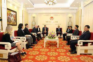 Thứ trưởng Lê Quý Vương tiếp xã giao Trợ lý Giám đốc FBI