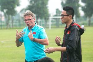 'Phù thủy trắng' Troussier muốn học trò đá ban bật, U19 Việt Nam đá tập mệt lử
