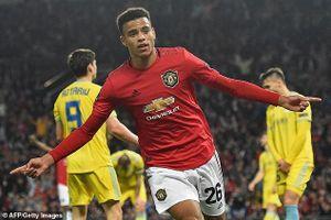 Sao trẻ 'nổ súng', Man. United thắng nhọc trên sân nhà