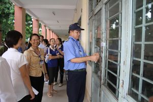 An ninh, an toàn trường học: Thiếu vắng bảo vệ - lỏng lẻo an ninh