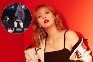 HyunA gây sốc vì cố tình vén váy khoe nội y khi đang biểu diễn