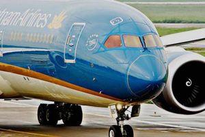 Vietnam Airlines nói gì về chuyến bay suýt hạ cánh khi bánh sau chưa bung?