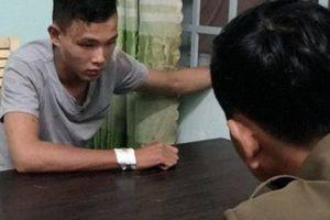 Hơn 20 cảnh sát vây bắt 2 con nghiện phá xe đặc chủng chạy trốn