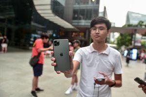 Review iPhone 11 'ngay và luôn' tại Apple Store Singapore