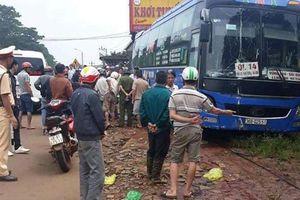 Xe máy đối đầu với xe khách, 2 người thiệt mạng