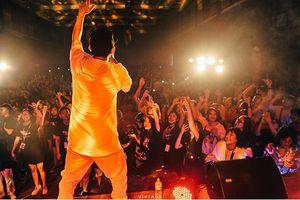 Sinh viên Báo chí 'quẩy' hết mình trong đêm nhạc hội 'Spotlight: The move'