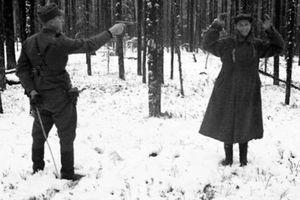 Điệp viên Liên Xô cười ngạo nghễ khi bị hành quyết ở Phần Lan năm 1942