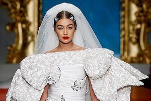 Gigi Hadid hóa thân thành cô dâu kiêu sa, lấn át dàn siêu mẫu đình đám