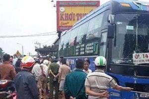 Đắk Nông: Xe khách đấu đầu xe máy, làm 2 người chết