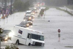 Dân Houston vật lộn với lũ lụt nặng sau bão Imelda