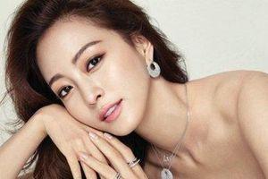 Han Ye Seul thể hiện vẻ đẹp gợi cảm khi quảng cáo mỹ phẩm