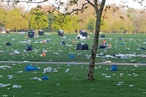 Bức ảnh 'xả rác' chơi khăm người biểu tình Australia gây bão