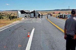 Tai nạn xe chở du khách tại Mỹ, 30 người thương vong