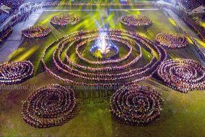 5.000 người đắm say trong điệu xòe Thái