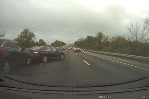 Ô tô đột ngột phanh gấp gây tai nạn liên hoàn trên cao tốc