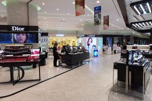 Trung tâm thương mại: Càng hiện đại, càng ế ẩm
