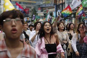 Mất việc, bị đuổi khỏi nhà và sự thù ghét của xã hội Hàn với LGBT