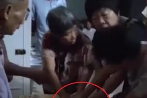 Phụ nữ tranh nhau miếng thịt lợn ở Trung Quốc vì giá tăng cao