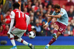 Arsenal ngược dòng hạ Aston Villa với 10 người