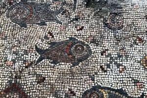 Tranh khảm 1.500 tuổi