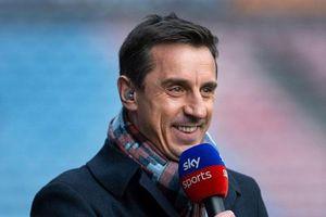 Neville 'trù ẻo' Liverpool thất bại trước Chelsea
