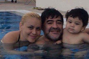 Maradona cùng sở thích bắt người tình mặc áo cảnh sát khi lên giường