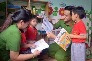 Tuổi trẻ Công an Quảng Nam tổ chức chương trình 'Cùng em đến trường'