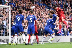 Hạ Chelsea nhờ 'bóng chết' và VAR, Liverpool nối dài mạch toàn thắng