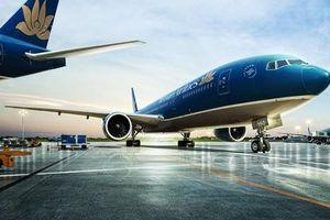 Vietnam Airlines lùi giờ nhiều chuyến bay vì bão Tapah