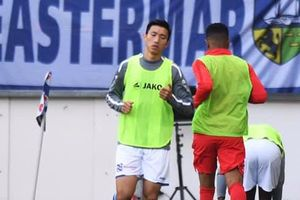 Văn Hậu dự bị cả trận, Heerenveen hòa thất vọng trước Utrecht