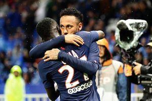 Neymar nhận cơn mưa rác từ CĐV Lyon