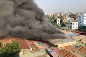Cháy chợ Tó, nhiều gian hàng bị thiêu rụi