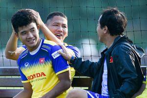 Đức Chinh tập riêng cùng nhóm tuyển thủ quốc gia vì chấn thương