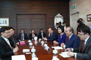 Phó Thủ tướng Thường trực hội đàm, chào xã giao lãnh đạo Cộng hòa Singapore