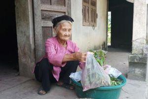 Khâm phục cụ bà 83 tuổi đạp xe lên UBND xã xin thoát nghèo