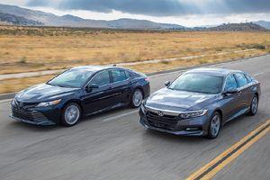 Chọn Honda Accord 2019 sắp về hay Toyota Camry?