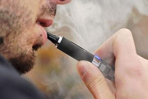Chàng trai 18 tuổi bị tổn thương phổi vĩnh viễn vì thuốc lá điện tử