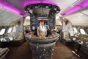Sự thật sau bức ảnh quầy bar dát kim cương trên máy bay
