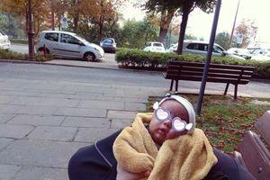 Người đàn ông bắt vợ con 'ngủ bụi' vì lý do không thể tin nổi
