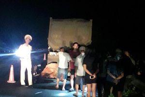Đi xe máy vào cao tốc Lào Cai, 2 thanh niên tử vong vì húc thẳng xe đầu kéo