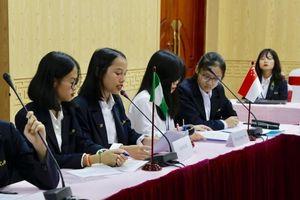 Biến lớp học thành hội nghị quốc tế bàn về 'mang thai tuổi vị thành niên'