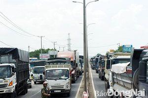 2 xe tải va chạm trên đường tránh TP.Biên Hòa